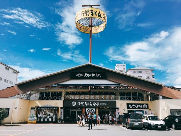 烏龍麵學校🏫日本香川天氣晴 烏龍麵學校很可愛 裡面教學的阿姨很可愛 日本街景也很可愛 ☀️☀️☀️
