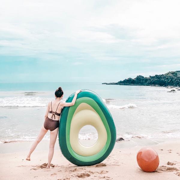 酪梨泳圈🥑淘寶也是蠻多好物! 夏日海邊必備物品🤽🏼♀️ 酪梨籽還可以當沙灘排球