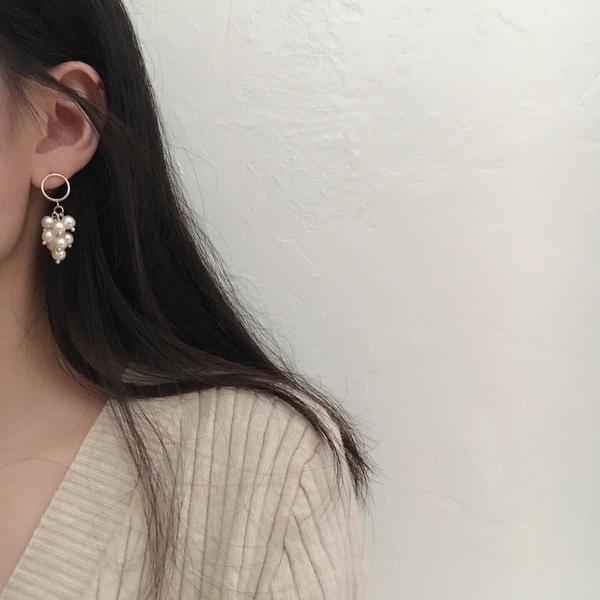 垂墜感💕白莓果珍珠耳環像一串小葡萄🍇 很可愛!   IG:likeetacc  蝦皮:likee