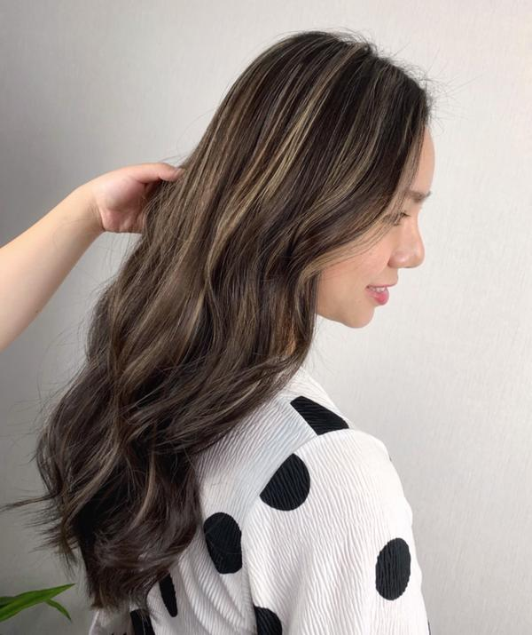 霧奶棕色系 除了黑灰白 適合亞洲人的顏色之一👌🏻 自然的顏色搭配讓妳不會突兀😊 顯白也更有層次