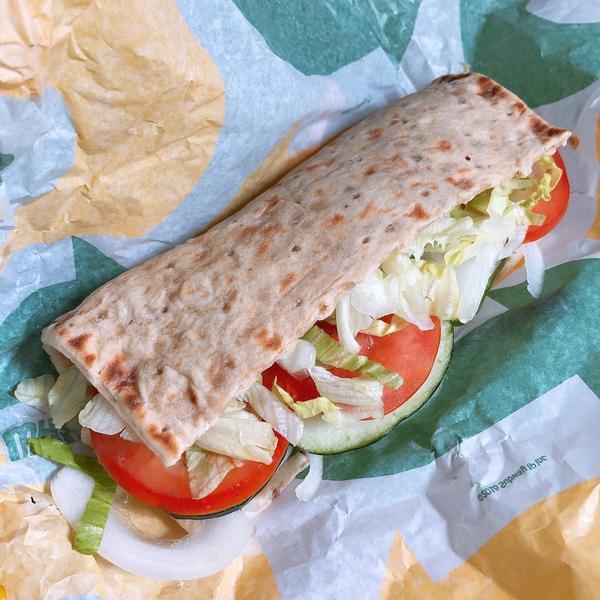 大愛Subway新麵包以往健身完想不到要吃什麼 都會吃Subway 麵包一般都選全麥 口味不是嫩切雞