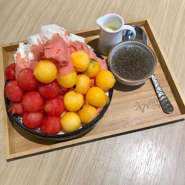 台北𓃟初雪冰品❄️夏日炎炎就是要吃冰呀😋  🔸牛奶西瓜雪花冰 150$  給了一黃一紅的西瓜球