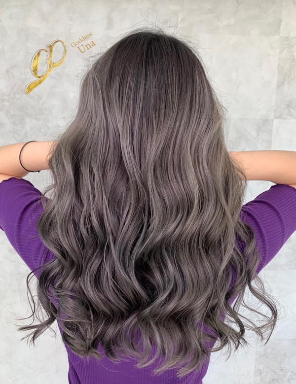 ⋞染對顏色就不用擔心褪色⋟ 圖一(鐵灰)是 5/2號染圖二(藍灰)兩個月褪色後的髮色💕 大家都很喜