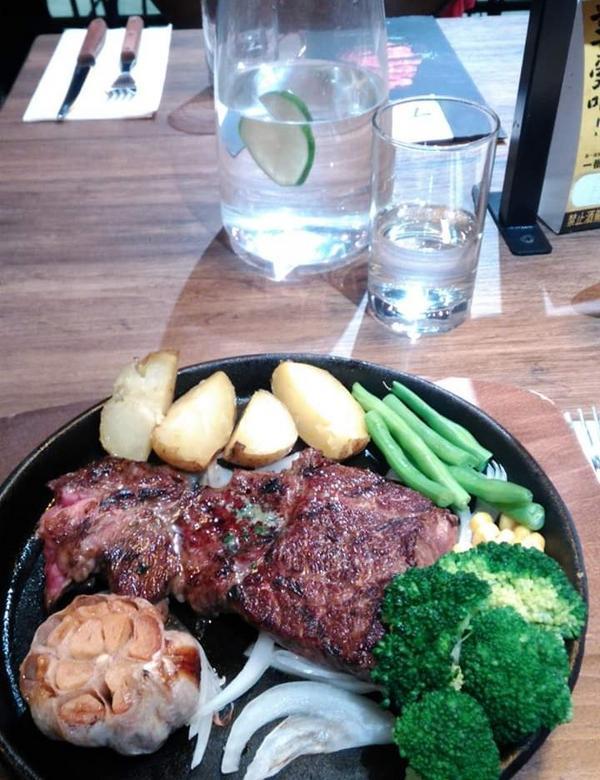 totsuzen steak這家牛排,可以挑選自己喜歡吃的牛排部位,以及重量,美國prime沙朗心牛