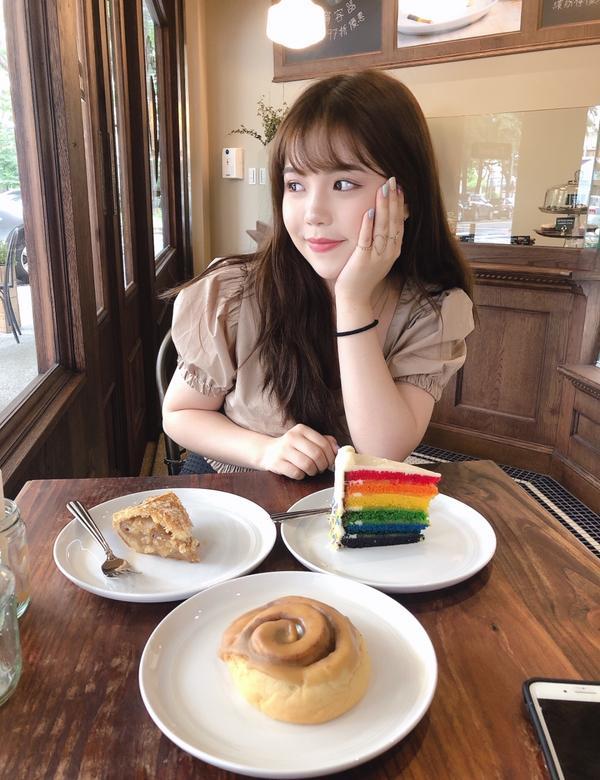 台中咖啡店-Spirited bakery !!!好久沒在台中喝到好喝的咖啡跟吃到好吃的肉桂捲❤️❤