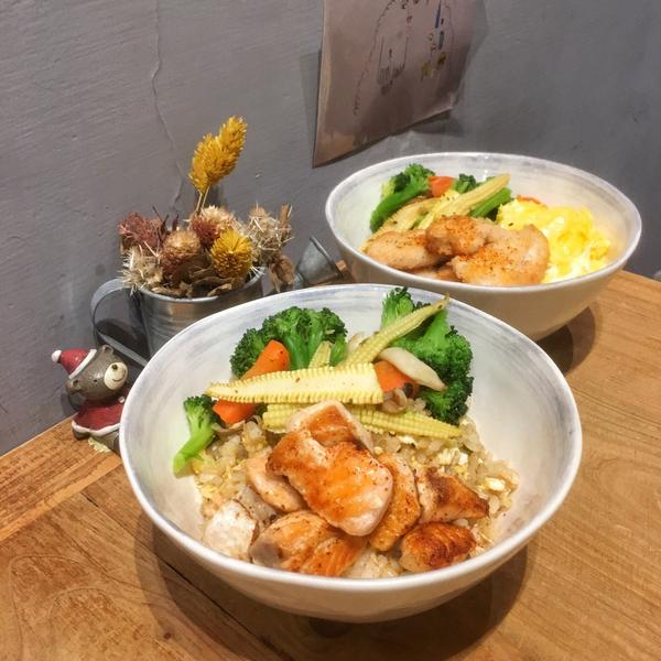 🍽新北巷弄健康美食❤️自製蔬食料理超好吃😋🍴好食紀🍴 / ✏️自製雞肉蔬食料理 $170 ✏