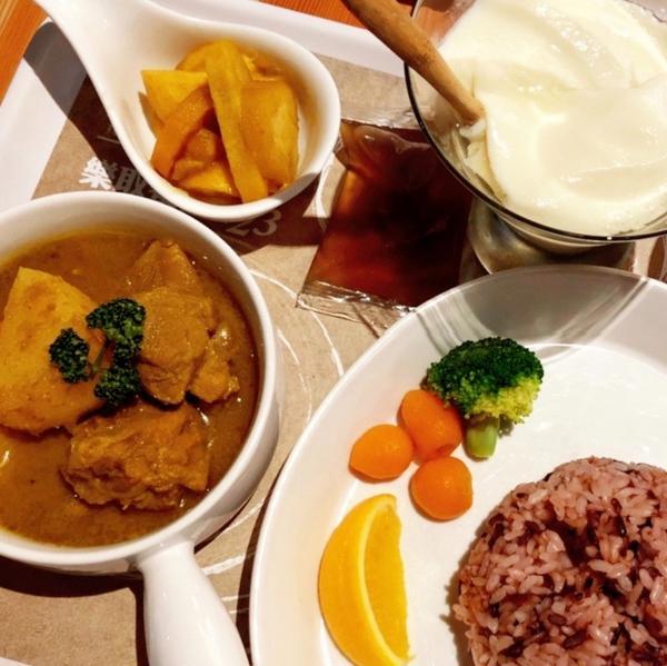 ➖食 ғᴏᴏᴅ➖台北 · 家咖哩:無限供應咖哩醬和養生飯➖食 ғᴏᴏᴅ➖ . 📍台北 · 家咖哩