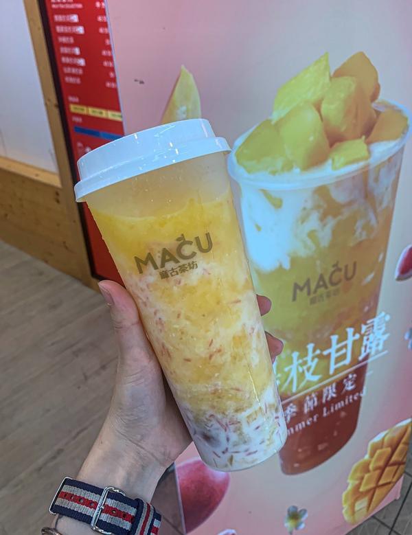 麻古茶坊-楊枝甘露 太好喝了 搭配在裡面的茶凍 讓飲料喝完不會膩 料多吃起來很實在👍🏻👍🏻�