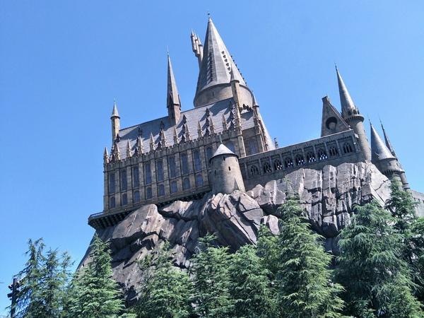 大阪環球影城-哈利波特不同時刻的霍格華茲城堡 同場加映活米村&通往學校的火車頭及榮恩駕駛的車~  #
