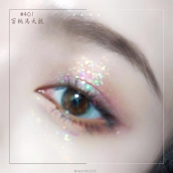 最喜歡閃亮亮的東西了\(-ㅂ-)/ ♥ #vnk  #極夜之光單色眼影 第一次用這種大閃片眼影 比我
