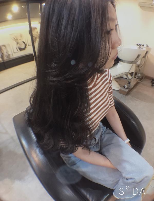 桃園燙髮桃園燙髮 #慵懶風#桃園燙髮 聽你所需要的跟你所想要的.幫你設計一個屬於你的髮型❤️ 很多人