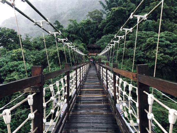 兩天走了三個吊橋,大自然真的很美好。山和海才能成為最棒的打卡點,橋很長,邊拍邊欣賞綽綽有餘,不需要擔
