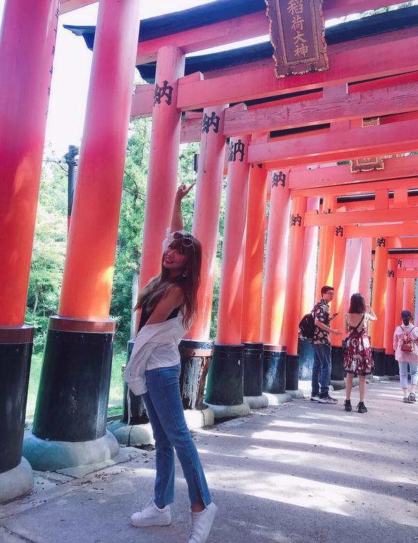 日本🇯🇵伏見稻荷神社鳥居⛩️代表著還原品;許下願望成功後,便奉還鳥居還原;大小鳥居依財力/心意不