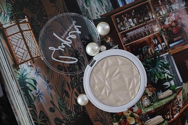 ▍ 1028全新入秋彩妝再添一個打亮盤🖤 上妝要下手前請控制劑量😂一層一層薄薄慢慢上更透亮。