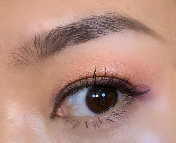 《妝妝眼》秋天也可以來個紫色調~厭煩了總是大地和楓紅色調,今天來個紫色調的眼妝  眼影用的是ABH