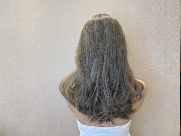 女生長髮染髮♡ 青木灰棕色 ♡ 背殺款髮色 ♡ 混血感十足 ♡ 真的美到睜不開眼睛 ♡ 10月份開放