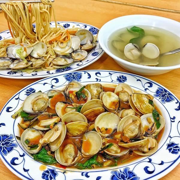 台南美食-奇香蚌麵來吃蛤仔全餐,這家我每次經過都很想吃, 我以為是蛤仔專賣店,結果賣的種類超多🤩