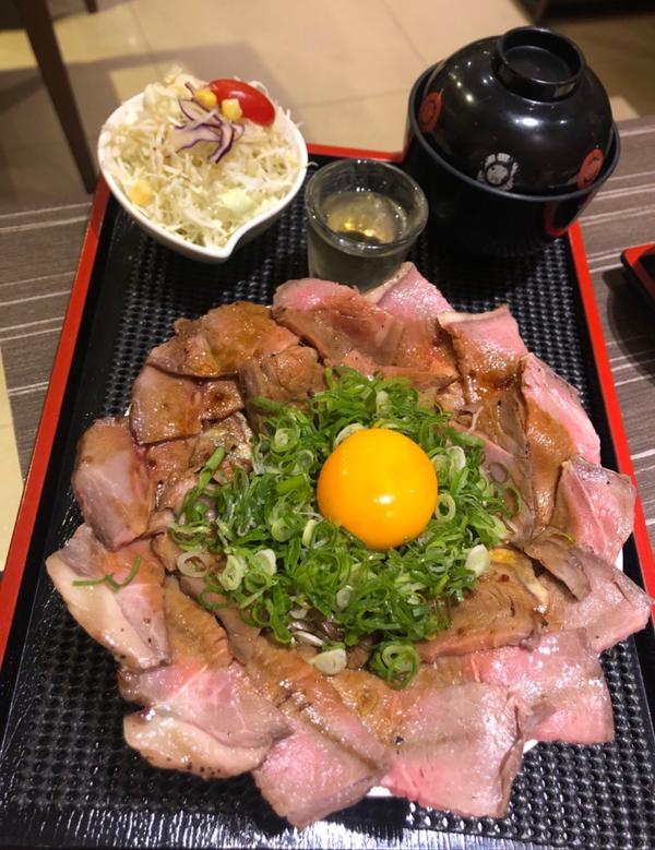 📍丼𝙁𝙪𝙣. 台北中山✔️炙燒薔薇$290 (小)👍👍👍 像這樣超浮誇的丼飯還真的不常