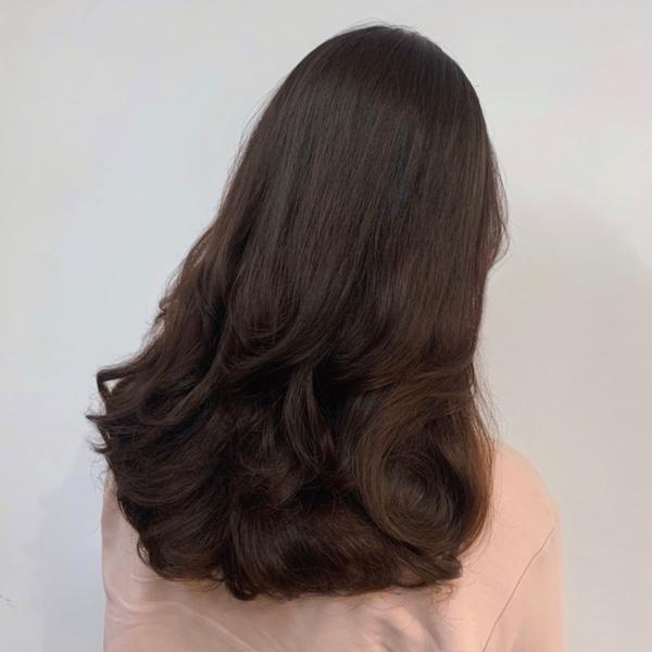 桃園 染髮 燙髮 秋冬 流行 女生 髮型 髮色 護髮 免漂色 推薦 太忙沒時間po的作品🤣 往左滑