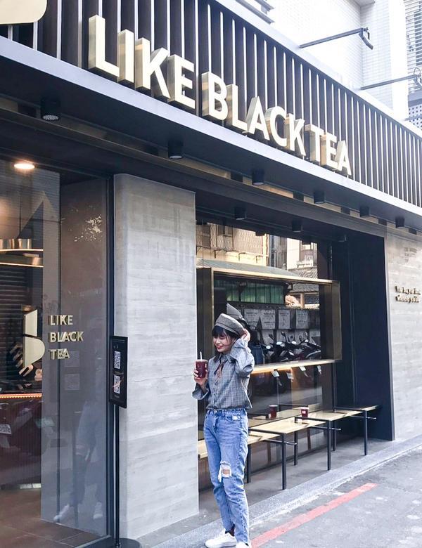 [ 台中飲料 ] Like Black Tea♡店外是不是很~美❤超有質感!!!根本像是到了國外拍街