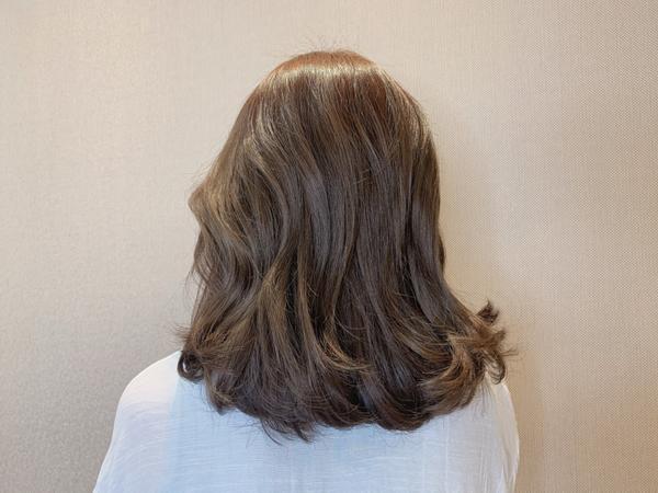 霧面奶灰色♡ 韓系女孩們的最愛❤️ ♡ 霧面奶茶髮色,不用擔心變台妹金 ♡ ✨喜歡偏淺ㄧ點點的首選髮