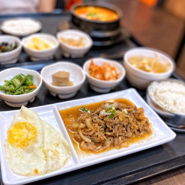 🍽新北高cp韓式料理‼️小菜吃到飽❤️🍴韓聚韓式料理🍴 / ✏️雞肉烤肉定食 $150 ✏️起