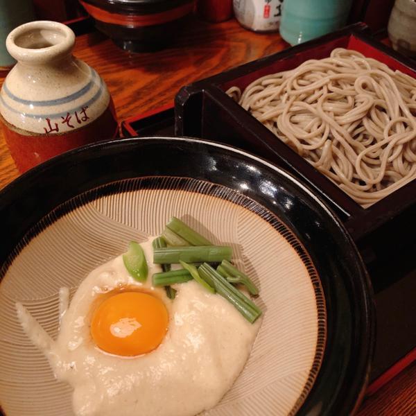 箱根-山そば 蕎麥麵#箱根 乾淨的好水質是蕎麥麵著名的原因之一 查到這說是當地人推薦的店 🔸招牌山