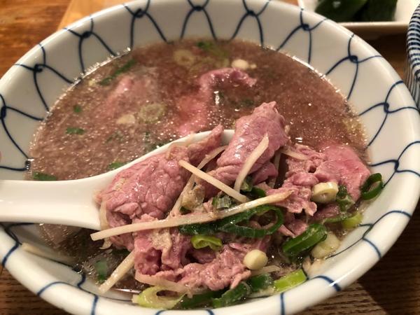 牛肉湯好喝帶點文青的套餐風格,單價約250元 肉湯好喝