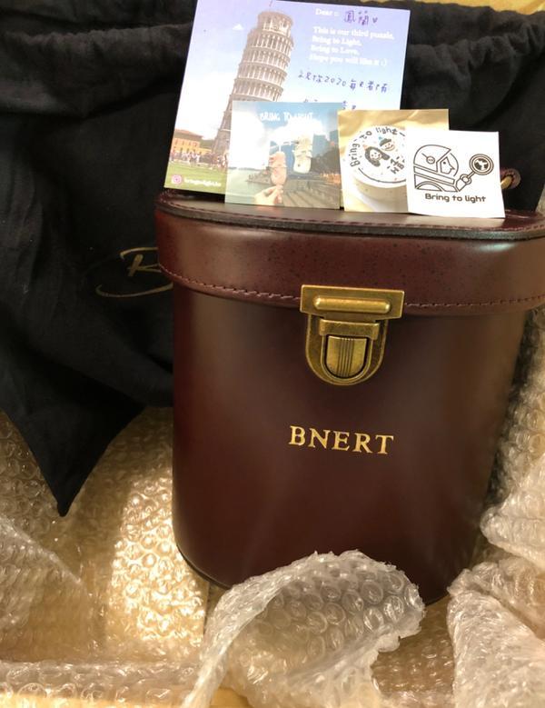 我的新包終於來了。開心😃真皮味真的超香Alex桶包,真的很值得買,空間大造型又很獨特,是beara