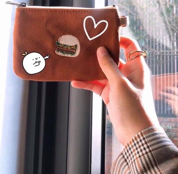 可愛的MIT零錢包最近發現這個可愛的零錢包,好可愛喔💕 我選的是刈包圖案,還有珍珠奶茶、油條、啤酒