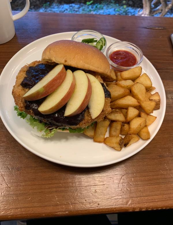 黑咖喱蘋果豬排堡
