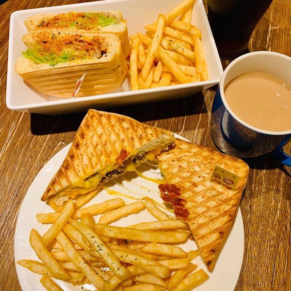 愜意的早午餐早午餐愛店竟然沒有在 #波妞吃貨節 地圖裡😭  推推口感特愛的厚壓系列😍  #中壢