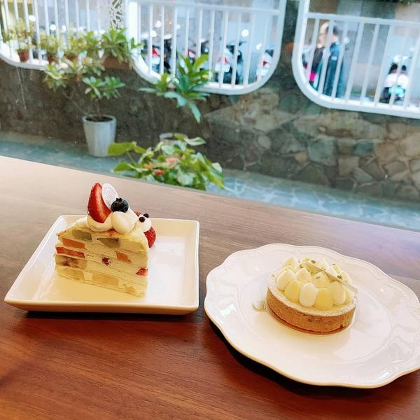 【松薇食品有限公司PINE&ROSE】 - 位在東門站附近的一家優雅甜點店,寬敞優美的空間與架上精緻