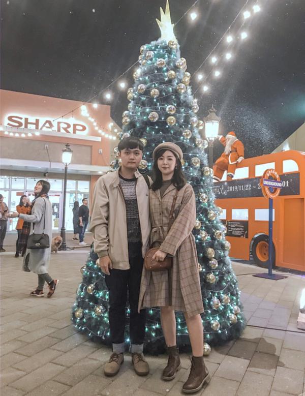 聖誕快樂呀🎄華泰名品城真的好多人😂 可是超大聖誕樹不見了 好像變成了⛲️ 還好有小聖誕樹~