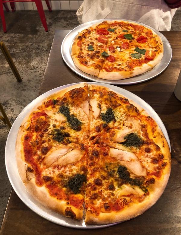 【台北】初宅 ONE HOUSE PIZZA兩個大男孩開的 pizza 店,pizza 很讚,但老闆