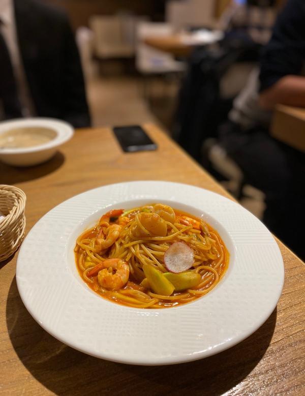 [中山]好吃義大利麵白酒蛤蜊義大利麵 $265 奶油煙燻鮭魚義大利麵 $265  每份餐均附麵包(可