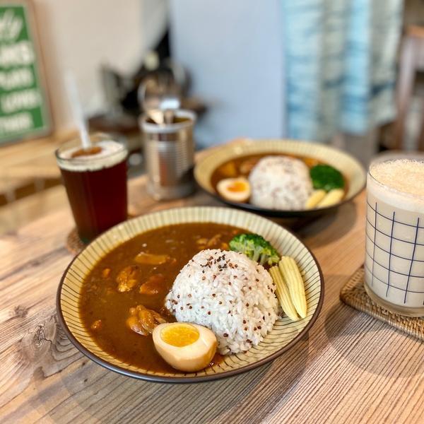 [行天宮]倆男食所家常咖喱雞腿飯 $190 鮮奶茶 $60 (咖喱附飲料-紅茶)  低消一份餐點或飲