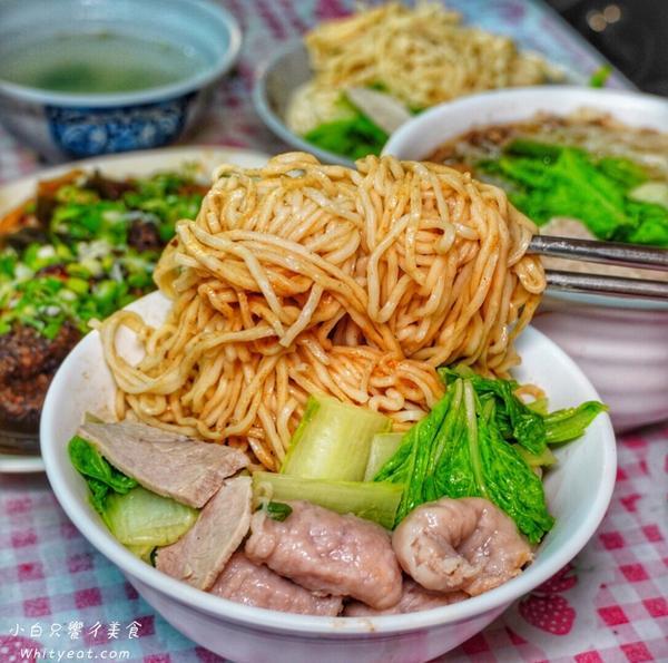台南這家麵店!營業到凌晨兩點半擁有60年歷史 滷味必吃啊超過60年的意麵老店~ 營業到凌晨兩點 宵夜