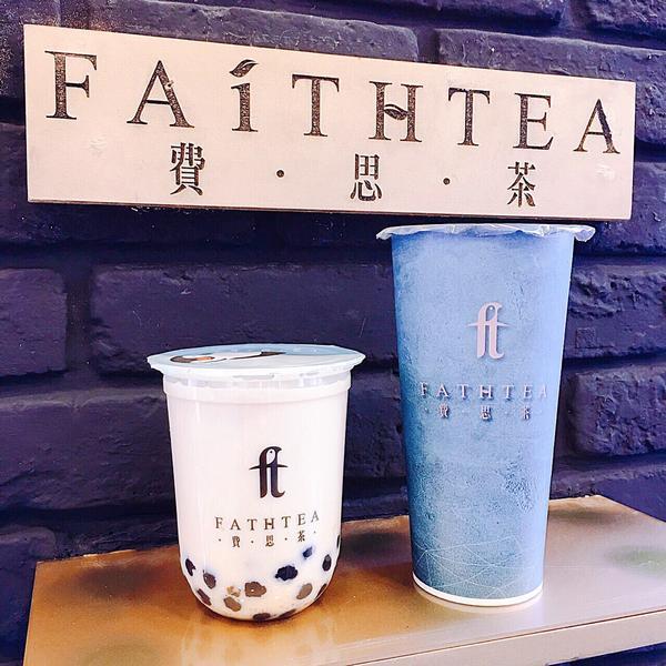 費思茶Faithtea 位於西門誠品對面,裝潢以深藍及金色為底整體看起來超有質感😍😍不僅販售飲品