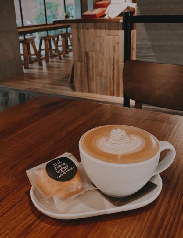 台北 | 森夜咖啡 Cafe de Minuit以木質傢俱為主的裝潢,非常的低調有質感。 咖啡很好喝