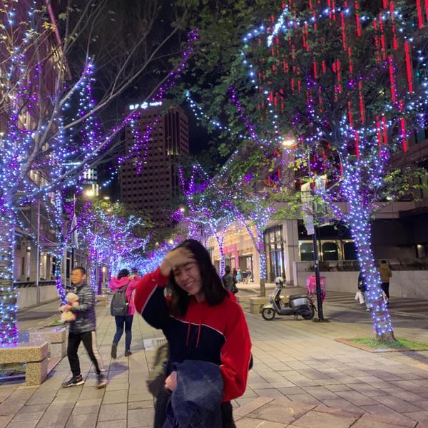 隨手一發聖誕🎄照🗣想念聖誕的氣氛 天氣一樣冷內 信義區的燈光永遠不會讓人失望💡😻