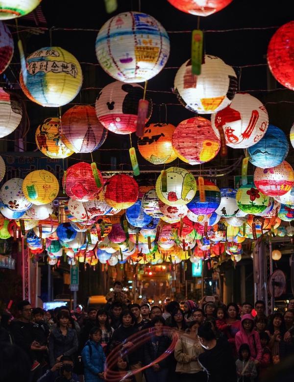 台南景點—普濟殿燈會! 大家都回來返鄉了~ 你什麼時候要回家? 有人在思念你那熟悉的味道⋯
