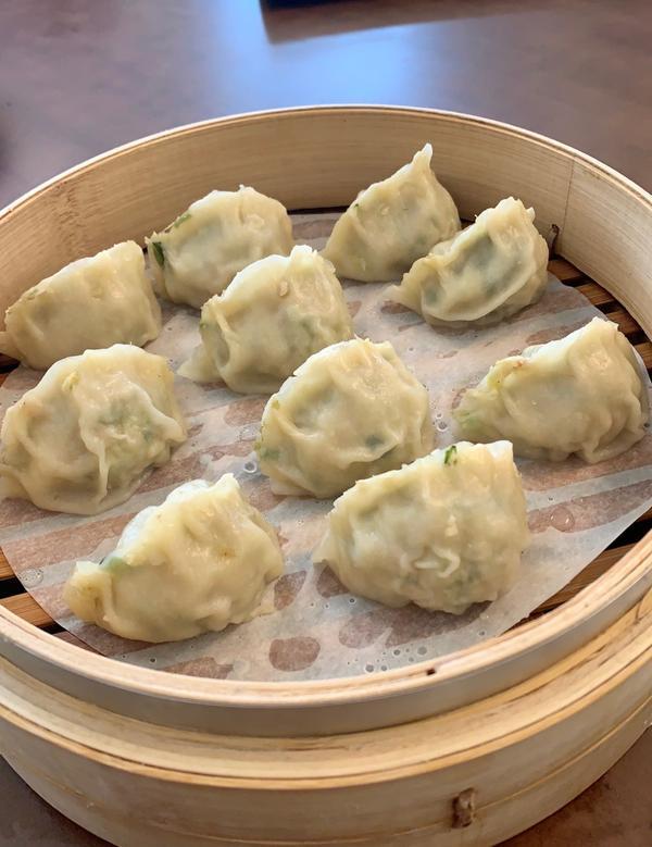 北方館刀削麵❣️這次吃的是蒸餃 價格$55(一籠) 一籠有10顆😆 內陷是韭菜和肉 📍地址:40