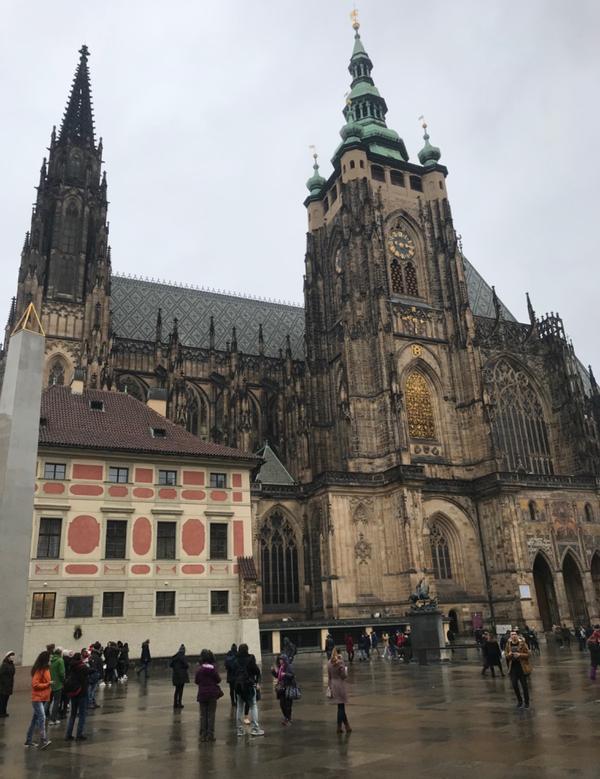 捷克🇨🇿聖維特大教堂聖維特主教座堂,是捷克共和國首都布拉格的一座天主教堂,羅馬天主教布拉格總教區