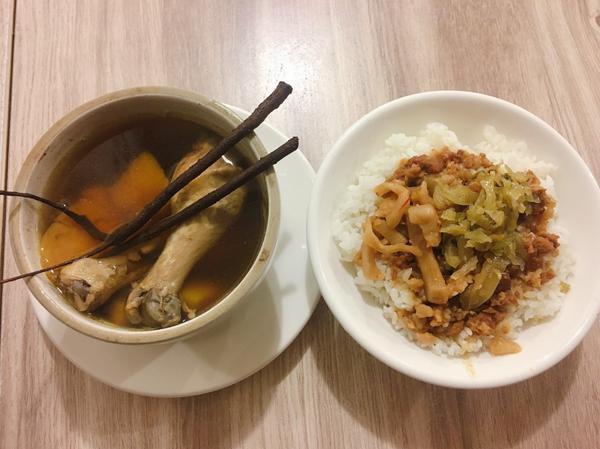 【美食推薦】金門高粱肉燥飯、一條根雞湯!只有在-金門楊家雨川食堂在網路上搜尋金城鎮美食時會發現金門楊