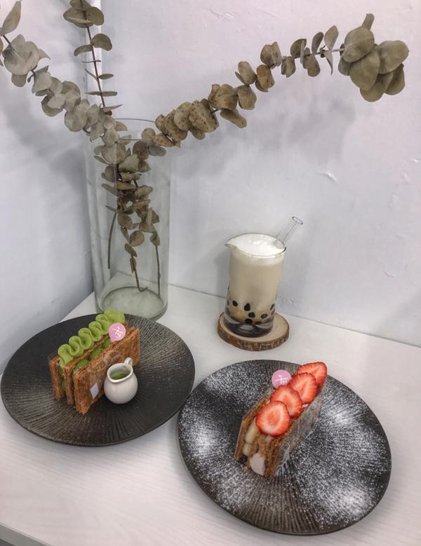 📌台北台北車站「午冬甜點」 💚濃抹私藏 $220 ❤️草莓乳酪 $200 🖤黑糖生乳加珍珠 $