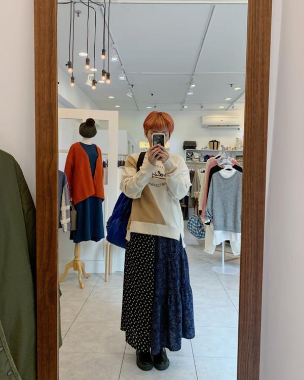 日系服飾店員-今天穿什麼今天穿不敗大學踢 吼唷它的拼色好可愛🧡 三個顏色都超讚 今天穿米白😁長度