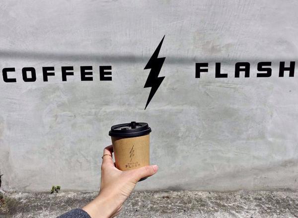 隱身巷弄外帶咖啡小店|快閃咖啡Coffee Flash店內目前只有提供外帶 之後內部整理完畢也可能會