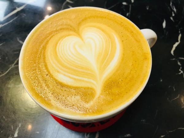 蘆洲很專業咖啡☕️烘焙食材、咖啡沖煮器具樣樣都有 感覺很專業很厲害👍👍👍 鬆餅好吃😋飲料好喝