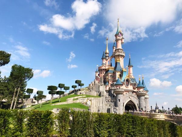 📍法國巴黎-迪士尼樂園去年暑假獨自去了一趟法國小旅行  也成功的攻下迪士尼樂園  這是一座很悠久的